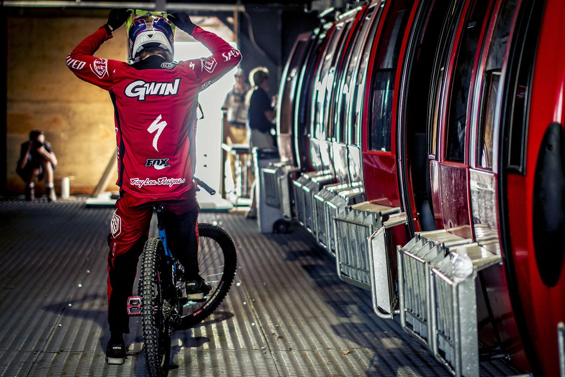 Aaron Gwin kurz vor dem Start.