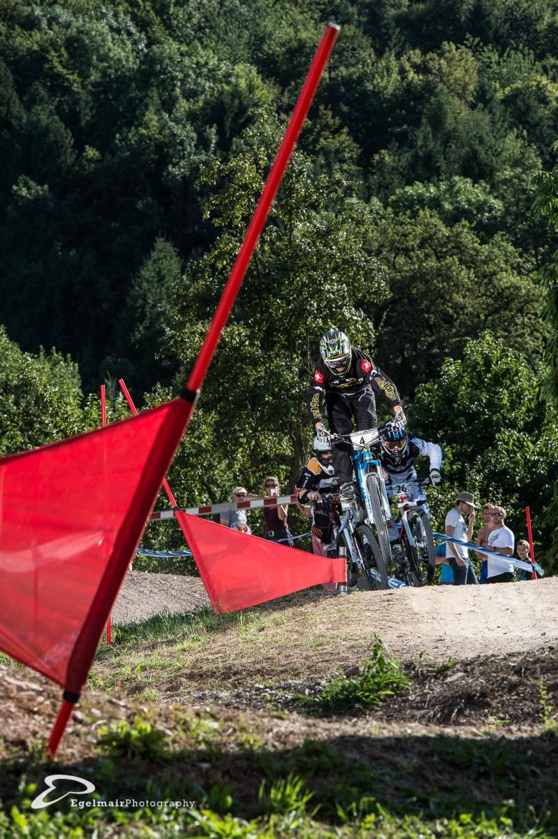 Der Sieger der Junioren am Swiss 4Cross Cup Jérôme Butti vor Bennett Newkirk und Matthias Tschanz (Foto: EgelmairPhotography – Christian Egelmair)