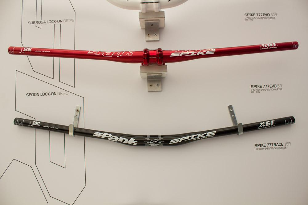 Der Spank Spice 777 Race 15 R hat verschieden breite Bereiche, um eine optimale Stabilität zu bieten.