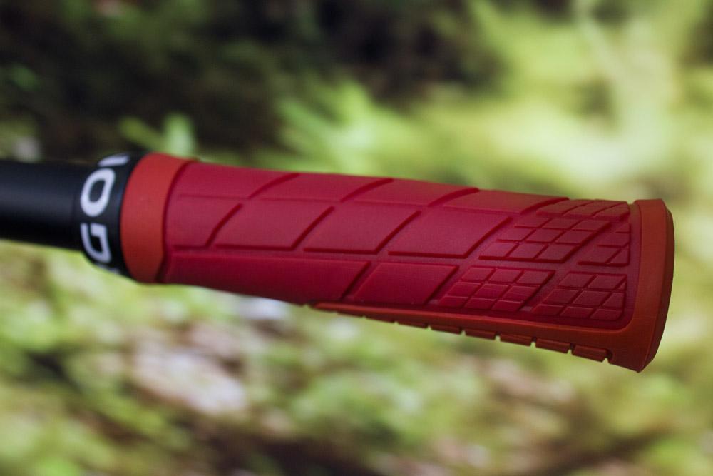 Neuer Griff von Ergon: GE1 für 34,95€. Der Griff besteht aus unterschiedlich dicken Zonen für optimalen Grip und ein angenehmes Fahrgefühl.