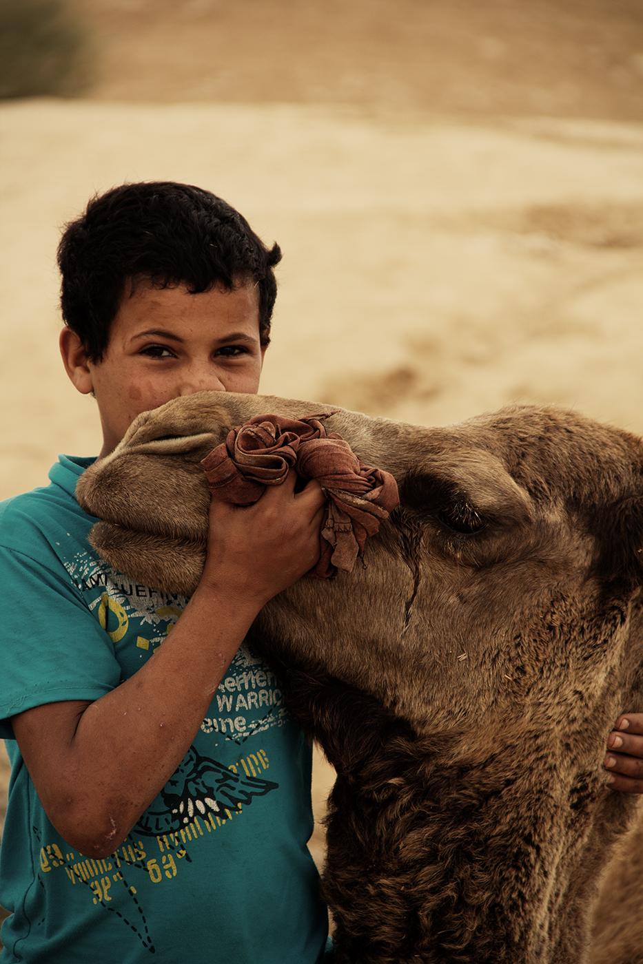 Beduinen-Junge und sein bester Freund!
