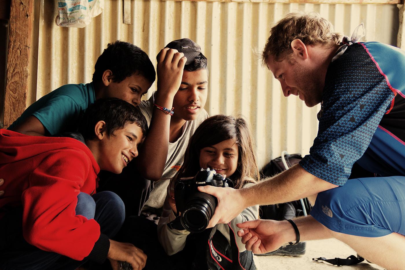 Mike und die Kids aus dem Beduinen-Camp