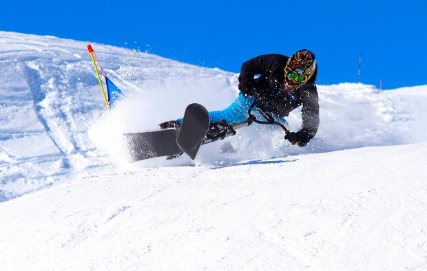 Snowscoot-Action im Winter statt Downhill-Ballerei