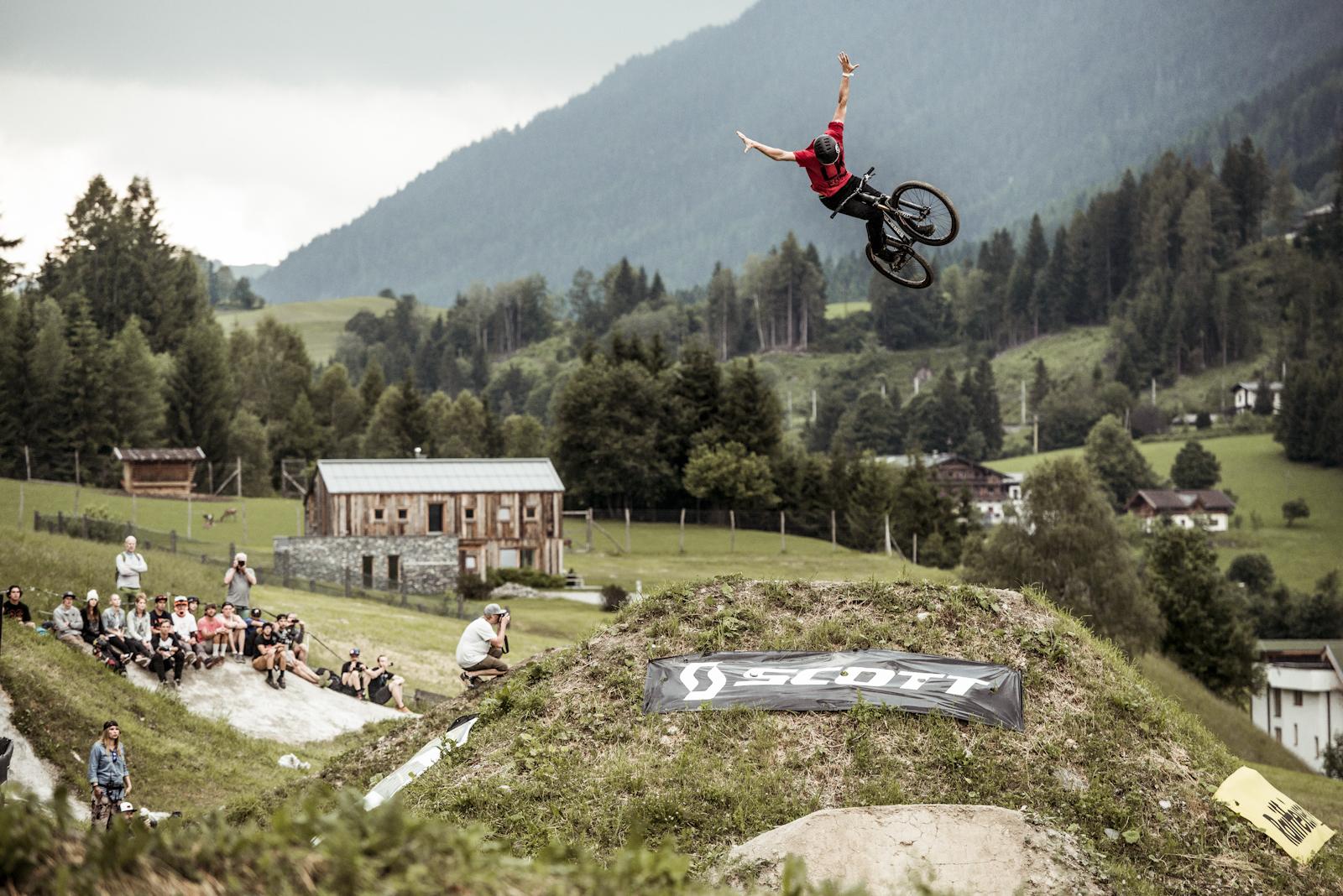 Matt Jones by Bartek Wolinski