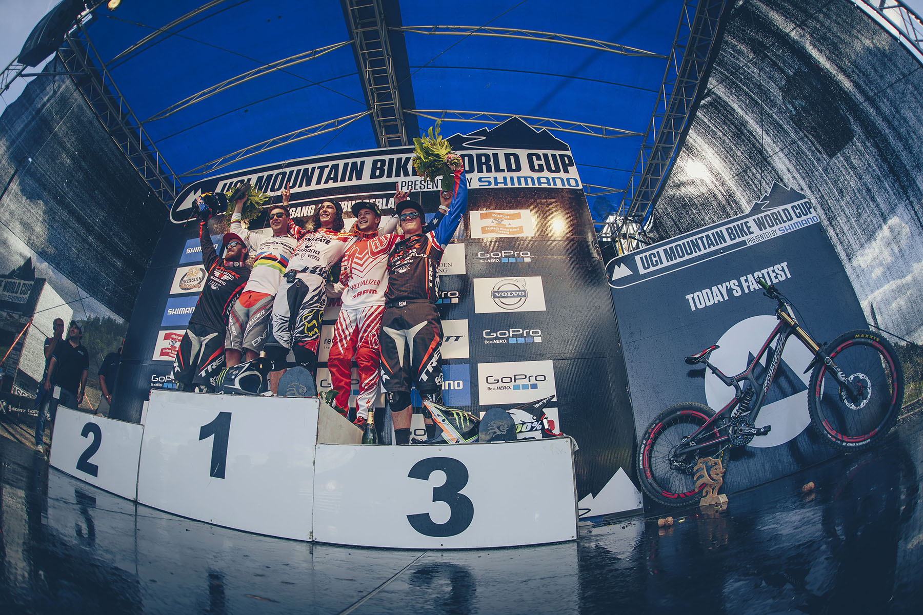 Your Elite mens podium sees two Syndicate riders and two riders up here. Great results for both these teams. But what this round has shown us is, 26inch aint that bad after all!