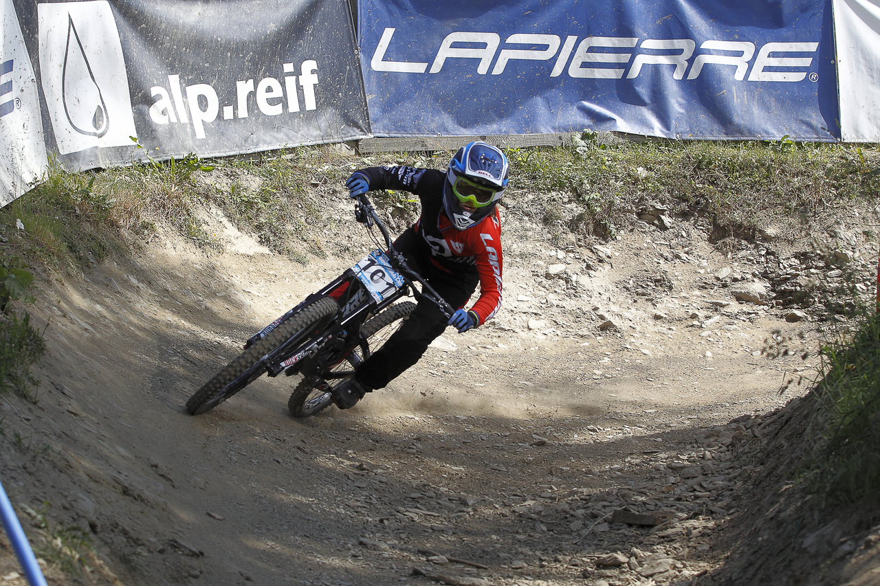 iXS European Downhill Cup Emmeline Ragot ©PACOimages