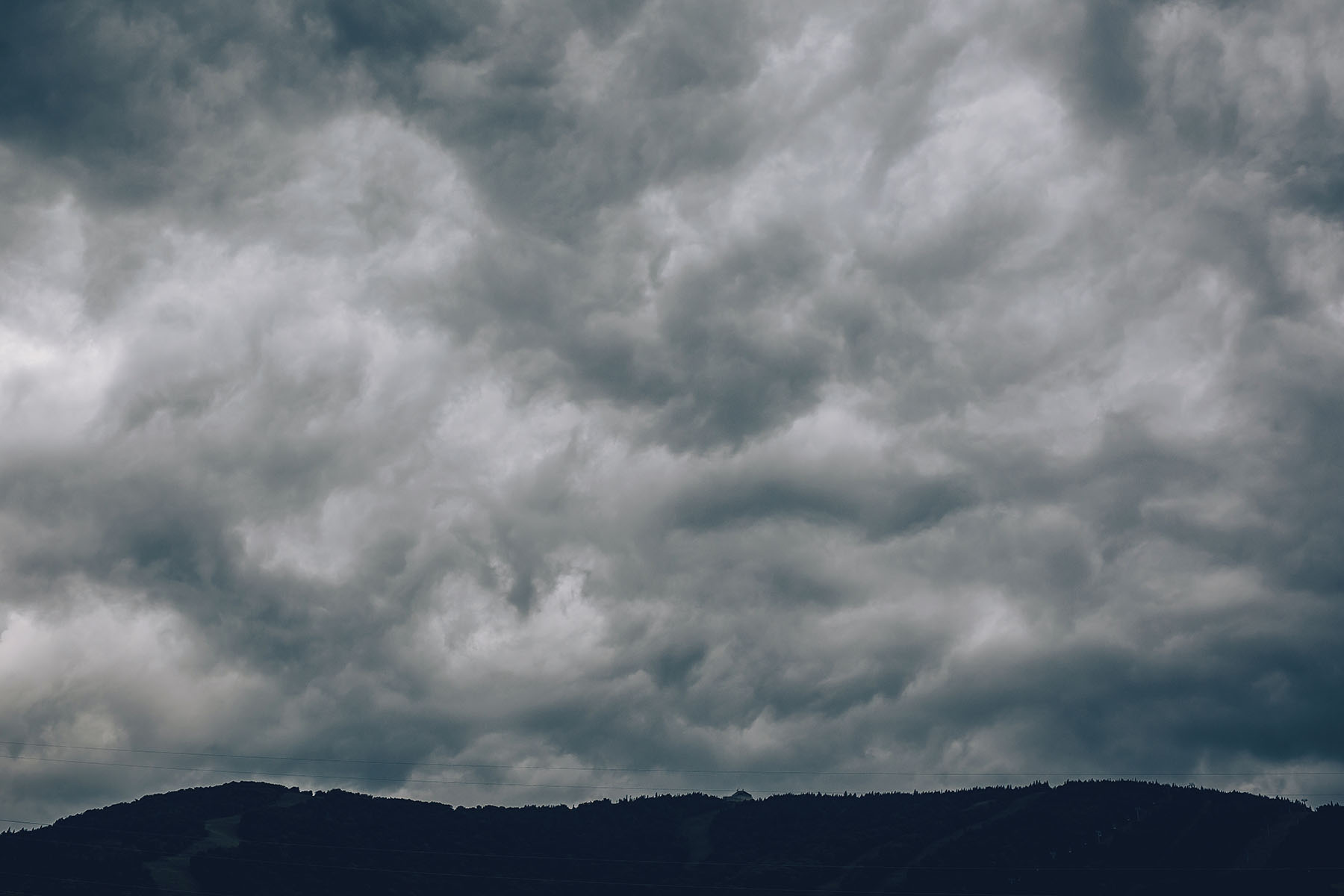 Und dann ging's plötzlich ganz schnell: Der eben noch blaue Himmel war mit dunklen Wolken verhangen.