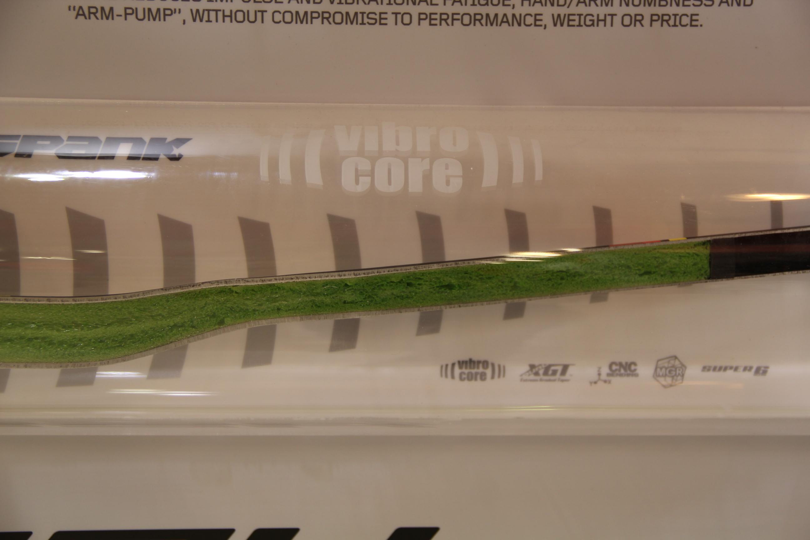 Virbo Core - Neuartiger Schaumstoff von Spank im Inneren des Lenkers soll Armpump verhindern und Vibrationen absorbieren