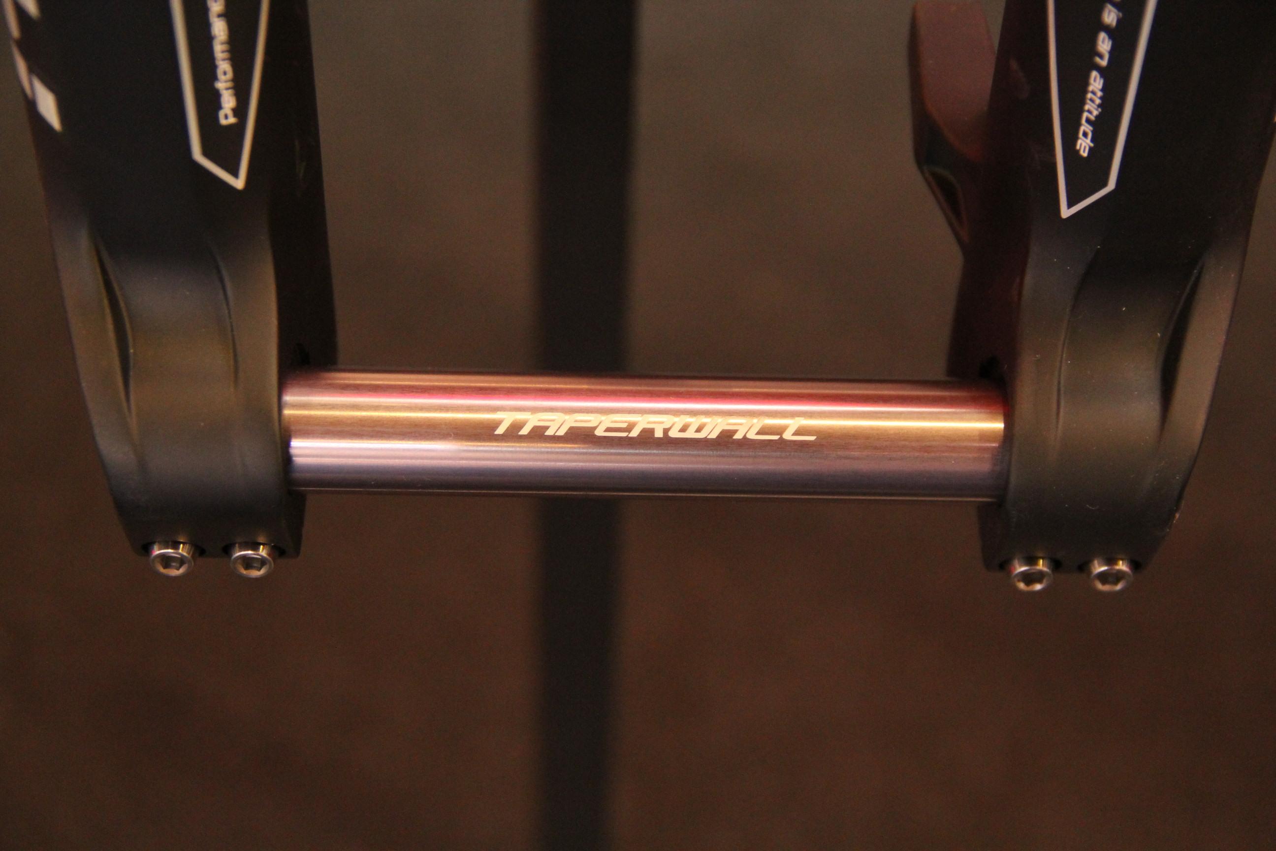 Marzocchi 380, 38mm Standrohre, Taper Wall Steckachse, Titanschrauben, Espresso-Coating, 2.750 Gramm, 1.849 Euro, passend für 26