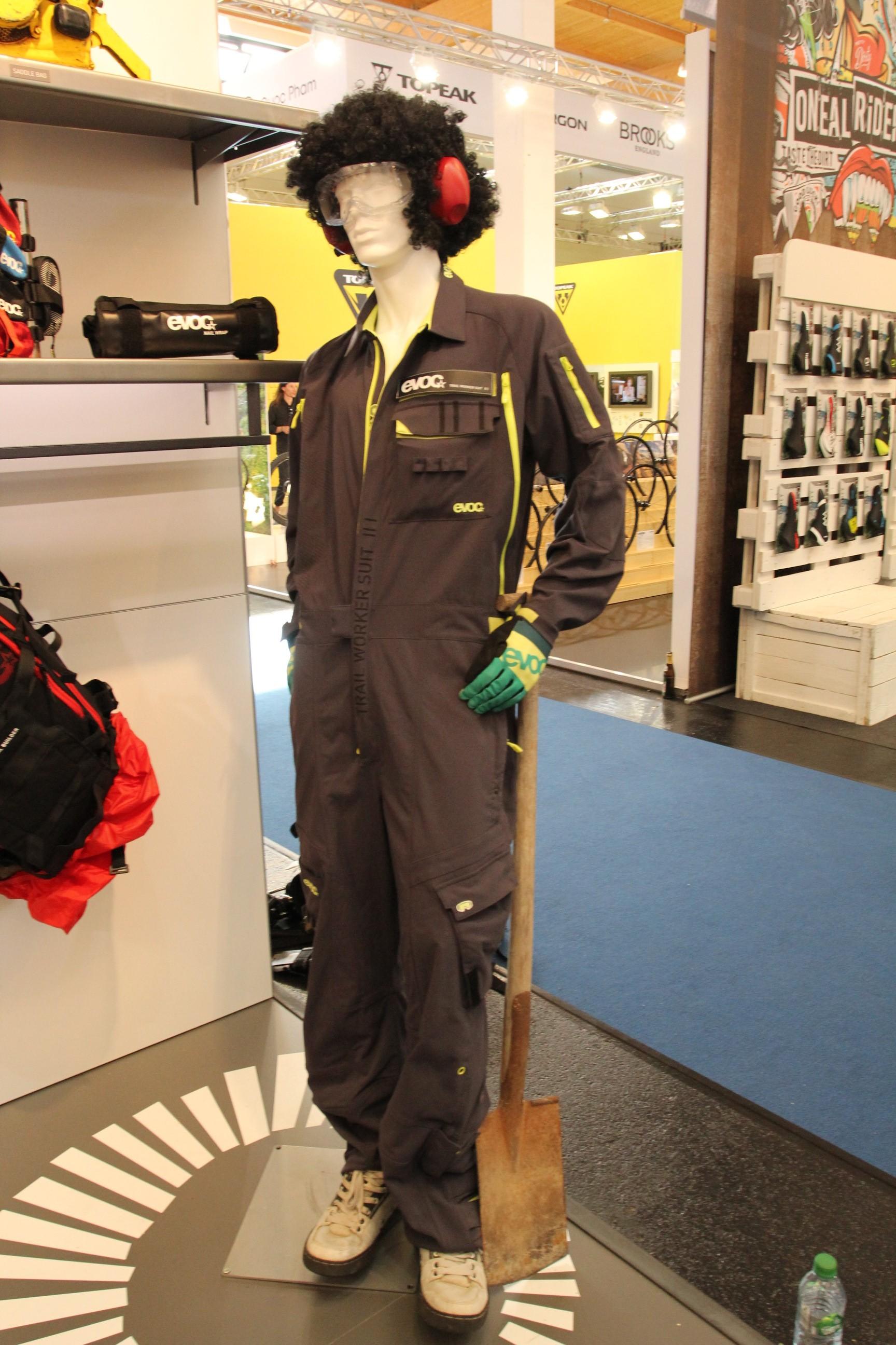 Das richtige Outfit hat man dann mit dem Trailbuilder Suit!