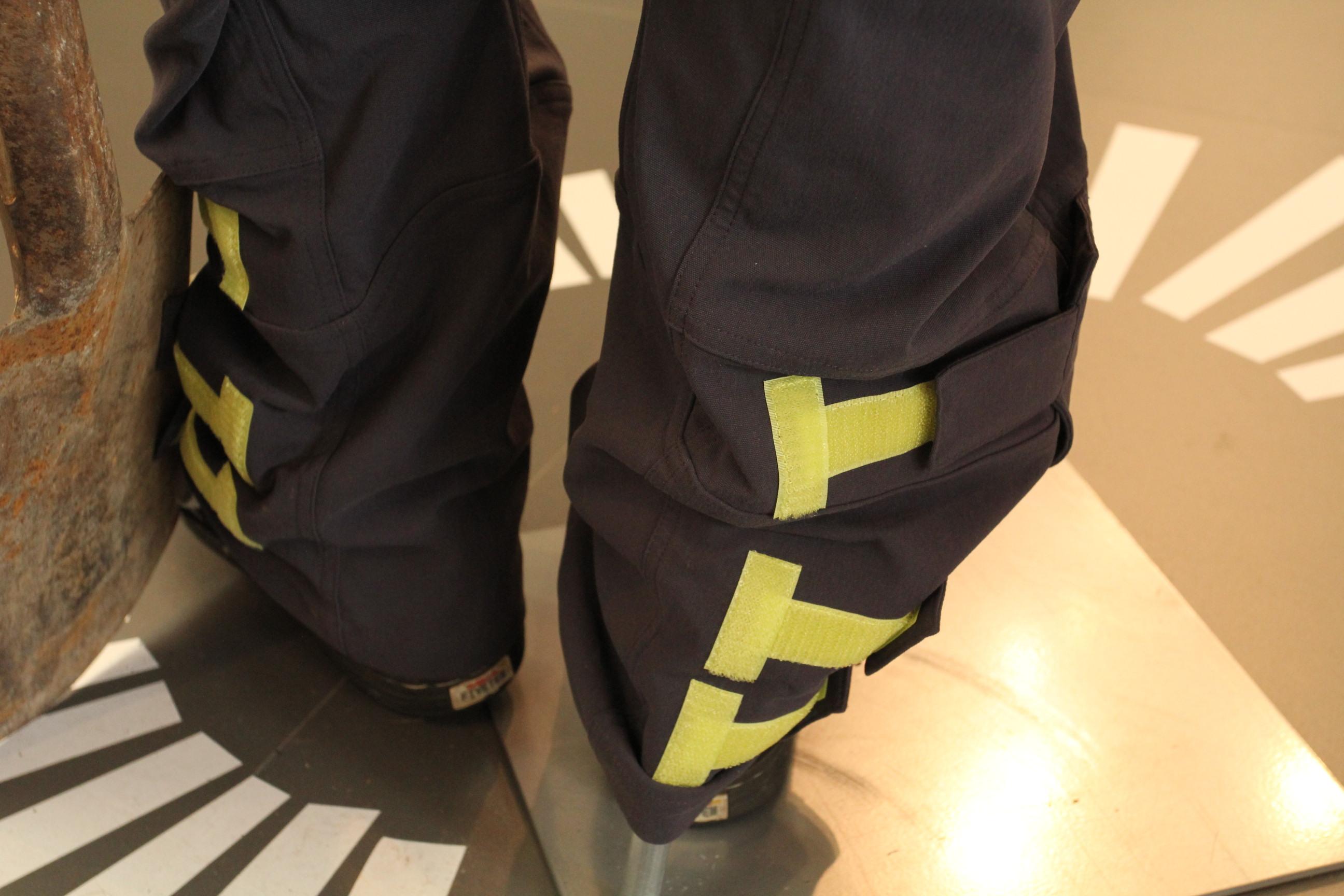 Wenns zu warm wird oder man eine Runde biken will, einfach Hosenbein nach oben krempeln und festkletten.