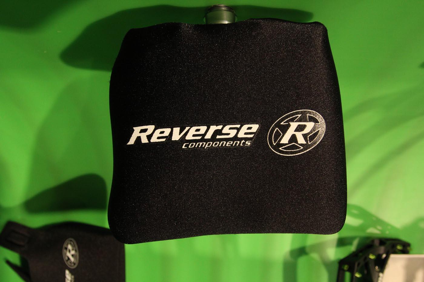 Nettes Gimmick von Reverse: Zum kratzerfreien Transport vom Radl gibt es nun Pedaltaschen, die über die Pedalen gestülpt werden. 19,99€.