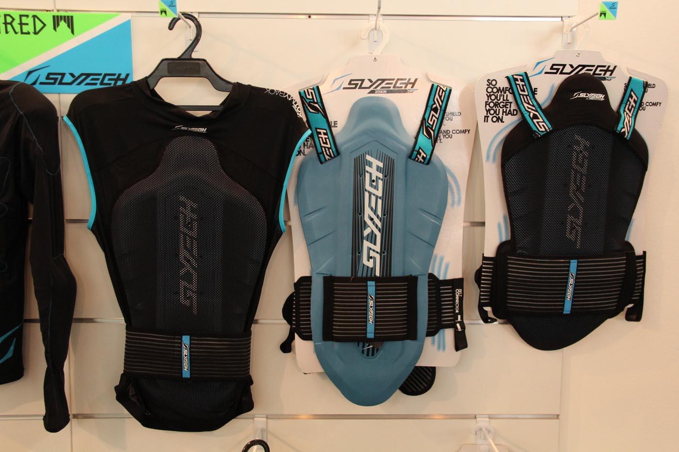 Die Schwestercompany von Shred, Slytech, präsentierte ebenfalls eine große Range an Protektoren, die ursprünglich aus dem Bereich Snowboard kommen.