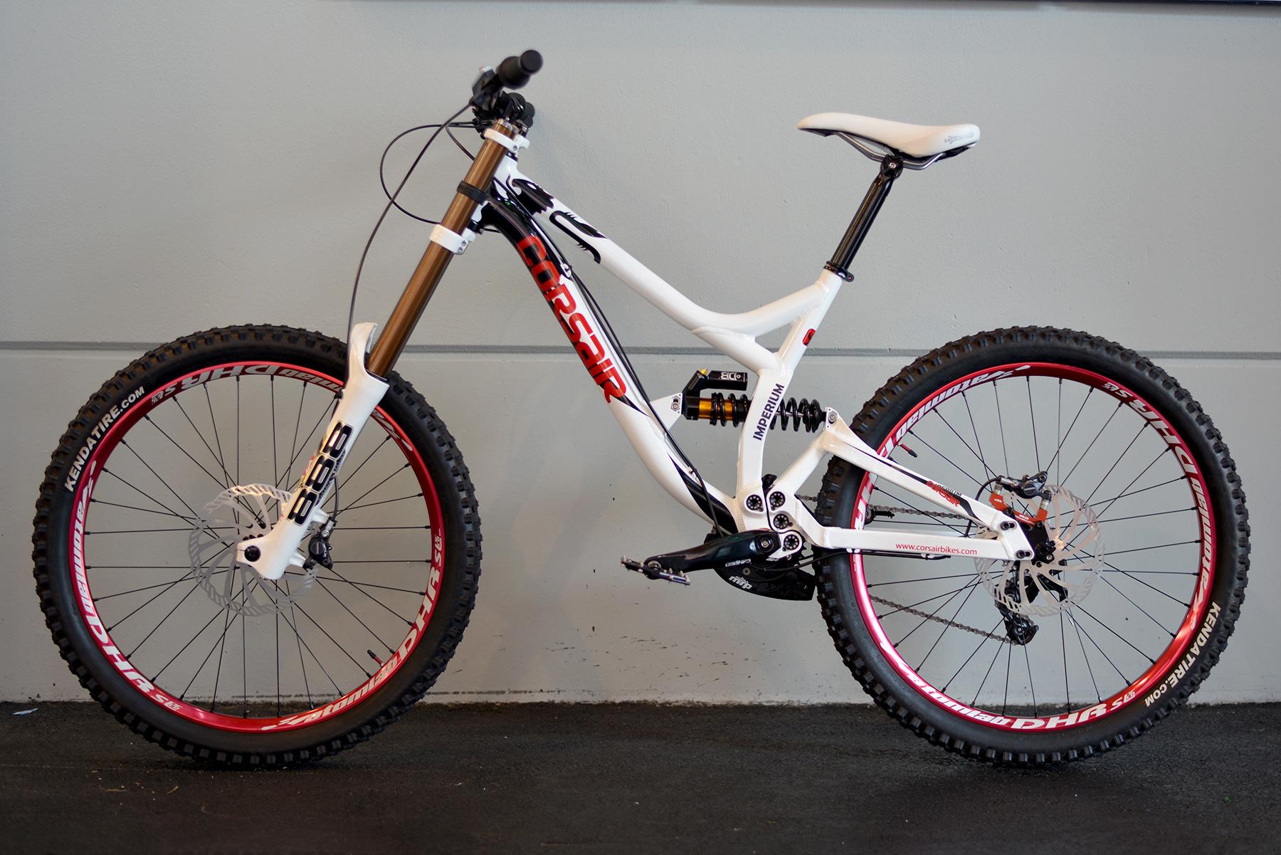 Lange nicht gesehen, neues DH-Bike von Corsair.