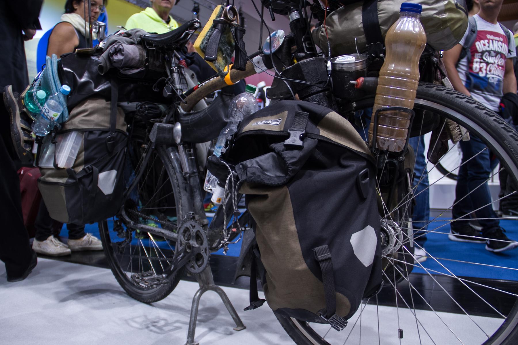 Dieses Trekkingbike ist viel gereist und um die Welt gekommen.