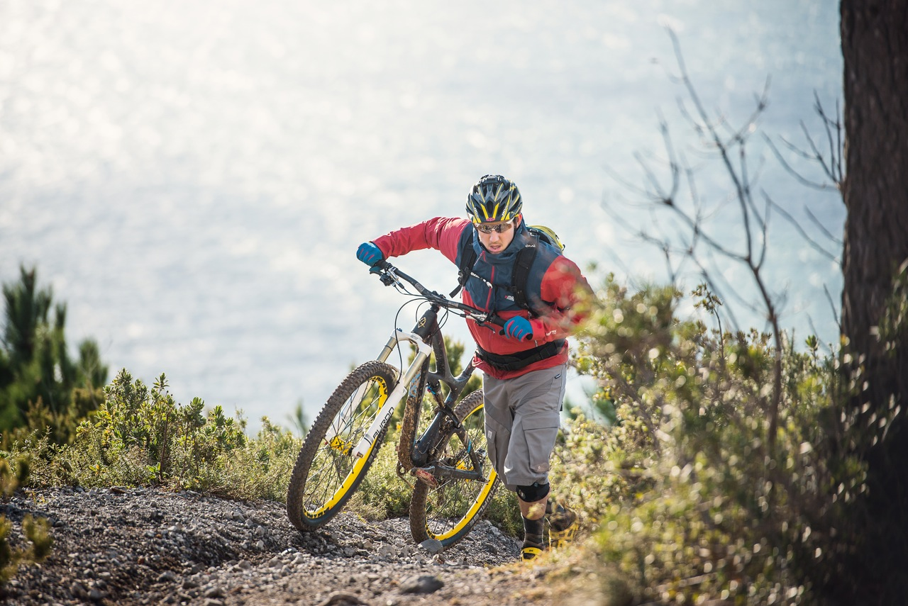 Tobi auf Wintertour in Finale Ligure!