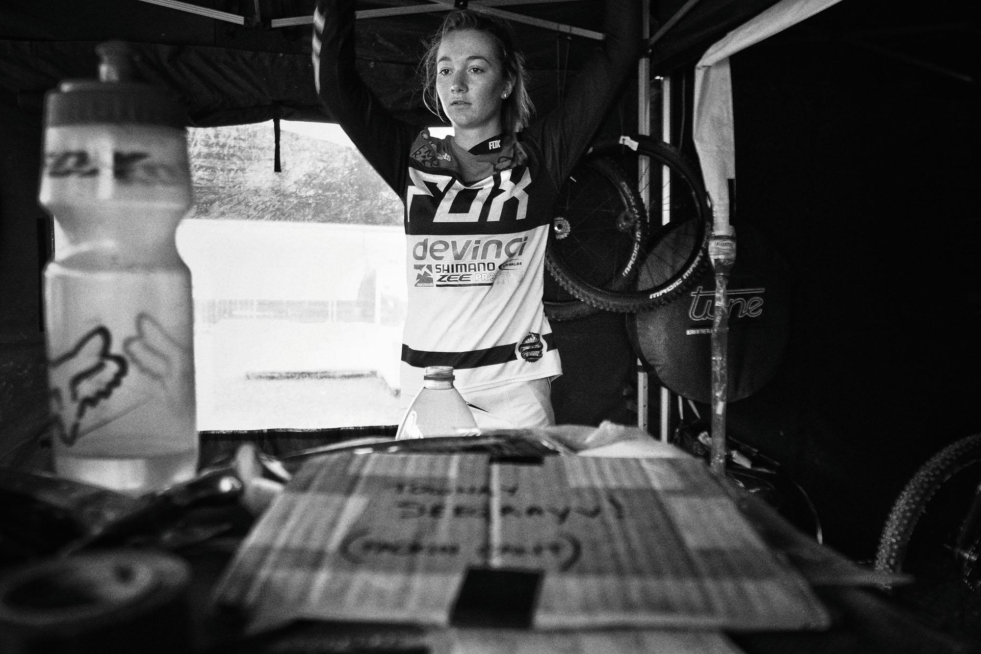 Tahnée konzentriert vor dem Rennen.