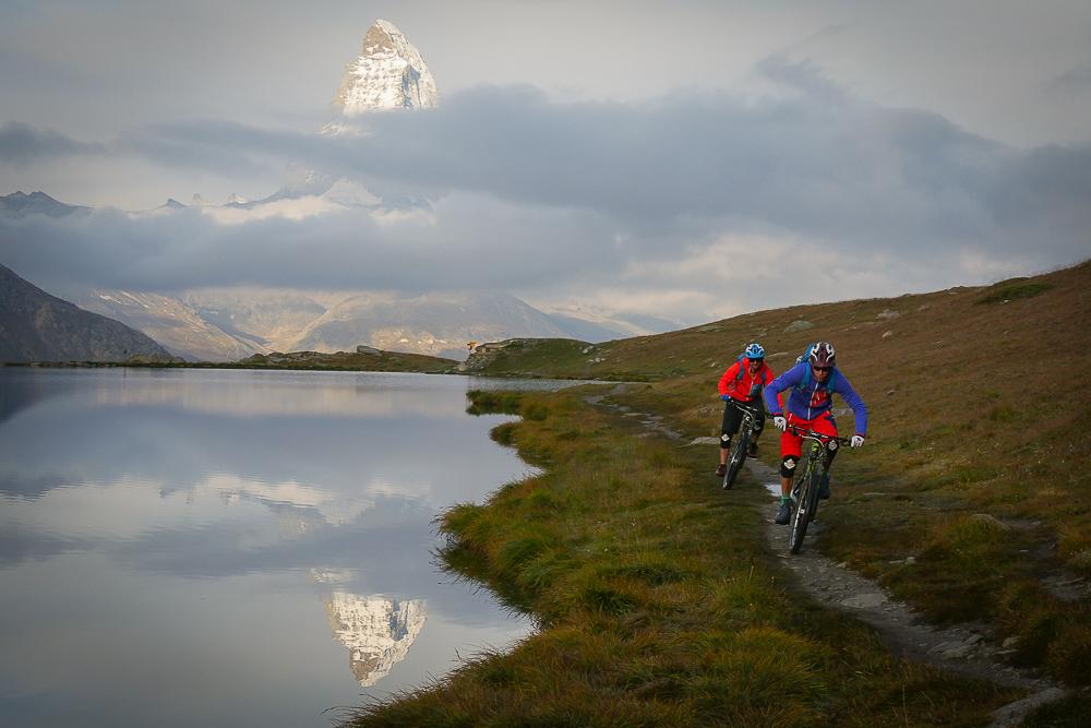 Keine Zermatt Geschichte wäre komplett ohne den obligatorischen Matterhorn Spiegelungs-Shot. © Tom Malecha / Filme von Draussen