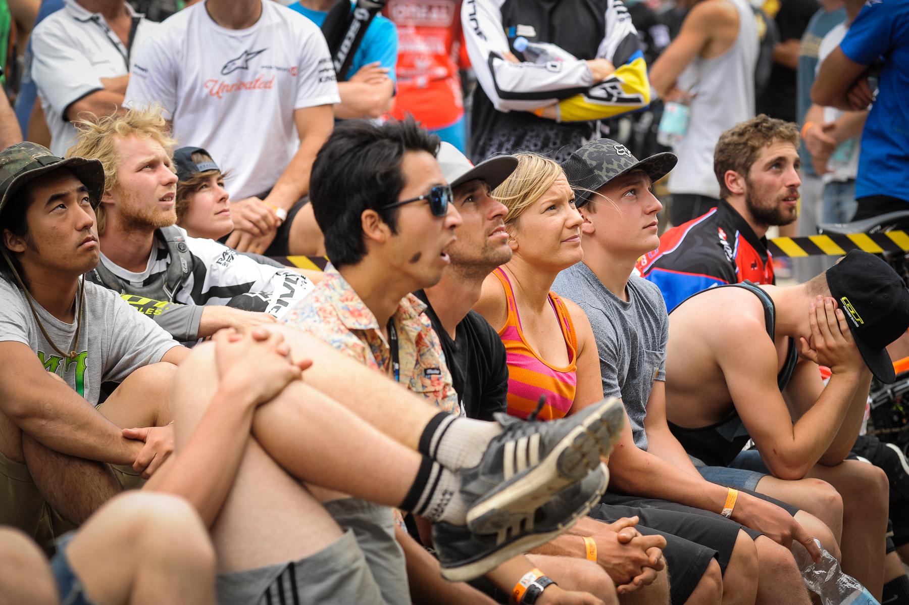 Rennfahrer, die das Rennen schauen