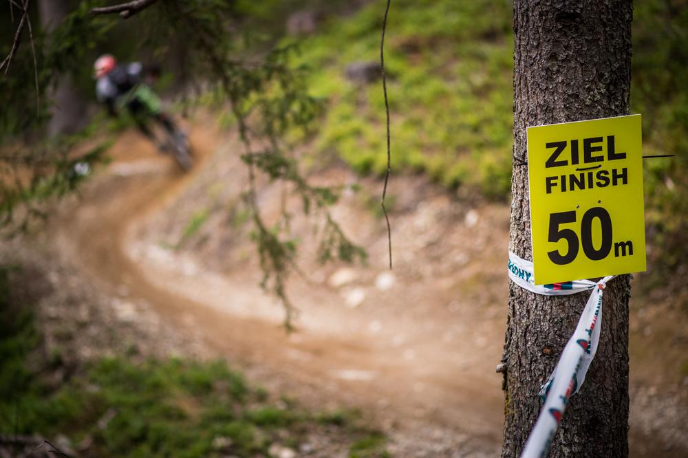 Noch 50 Meter bis ins Ziel. TRAILTROPHY/Wisthaler.com-Schwienbacher