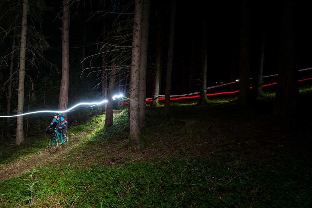 Waldbodentrail beim Nightride. TRAILTROPHY/Wisthaler.com-Schwienbacher