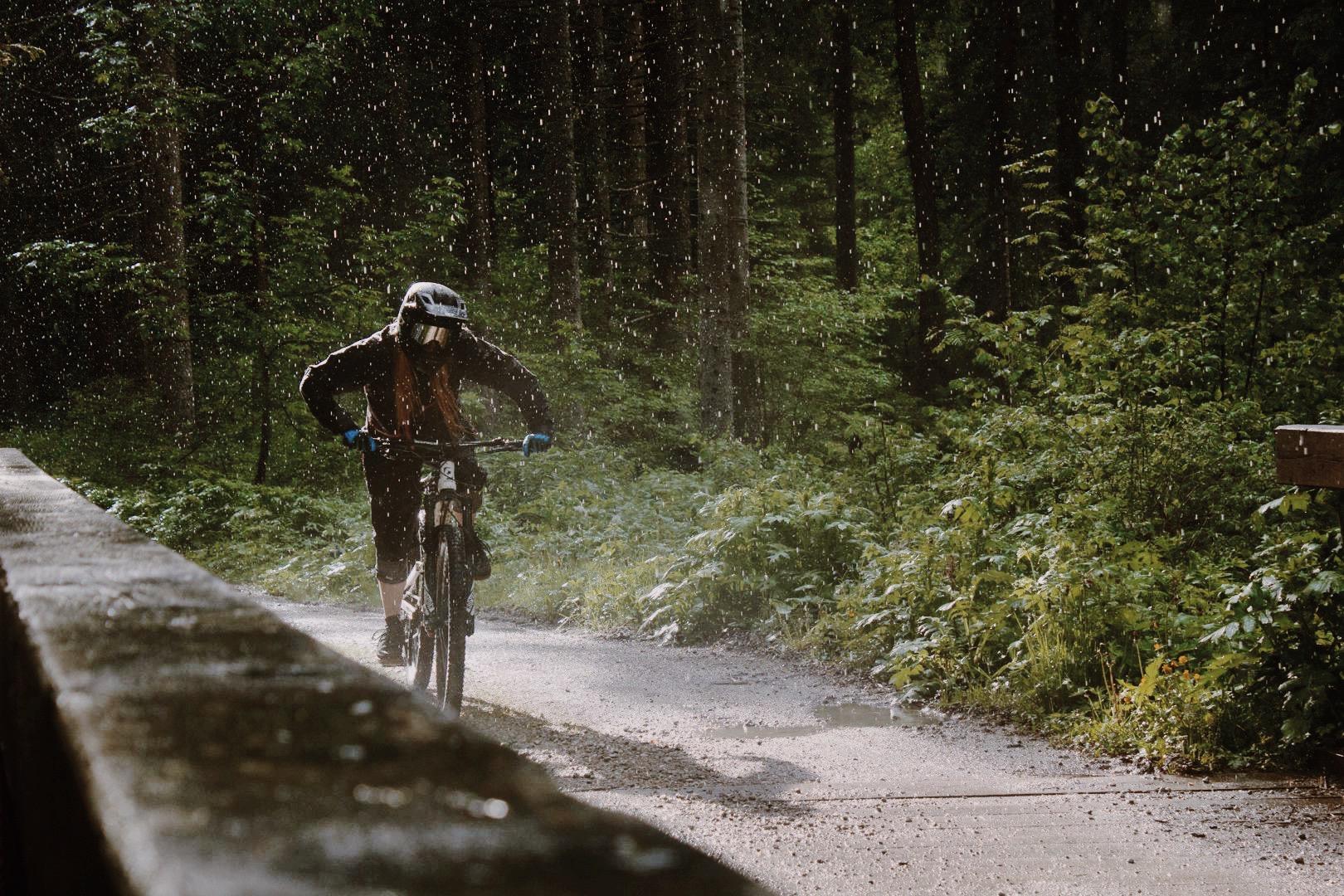 Test: Neun MTB Regenhosen mountainbike