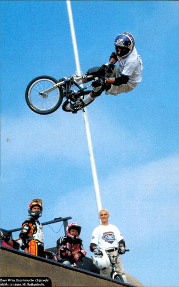 Ausgabe 24: Mit hoch gezogenen Socken der Konkurrenz davon geflogen –Dave Mirra, als er noch Halfpipecontests fuhr