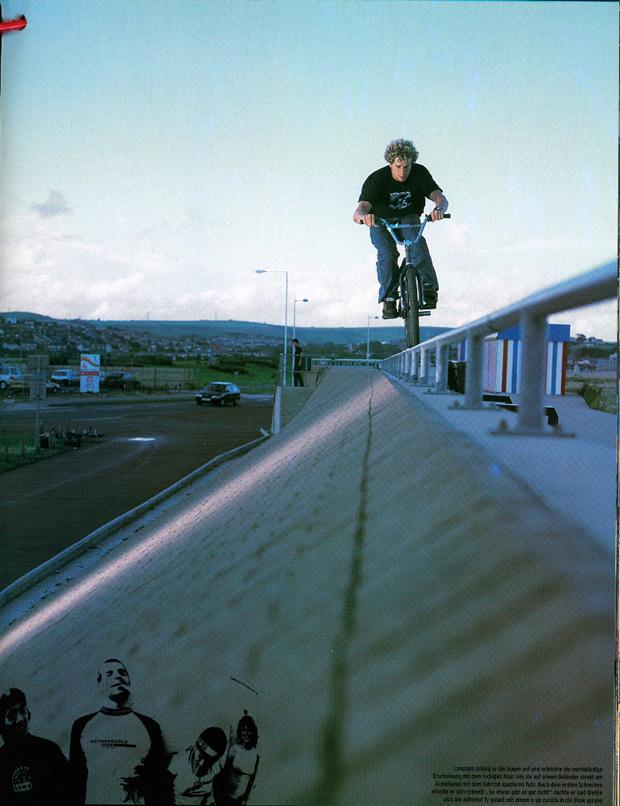 Ausgabe 47: Heute scheint der Tag der mysteriösen Fahrradfahrer zu sein. Ty Stuyvesant auf wethepeople-Tour in England