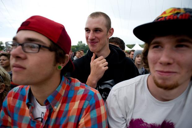 Christian Lutz (vorne rechts) war gekommen, um sich die Seele aus dem Leib zu schreien