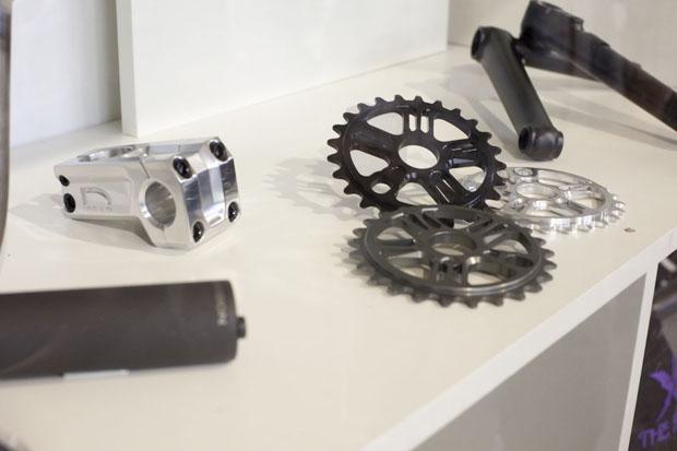 Division BMX-Parts frisch bei Fastpace Distribution eingetroffen