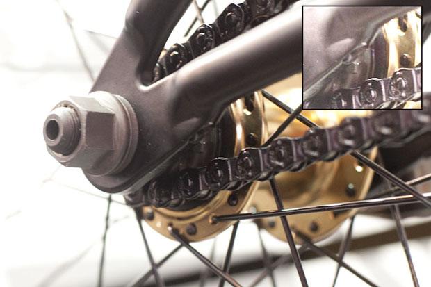 Ausfallende an neuem Felt-Komplettrad mit integriertem Kettenspanner (siehe Detail)