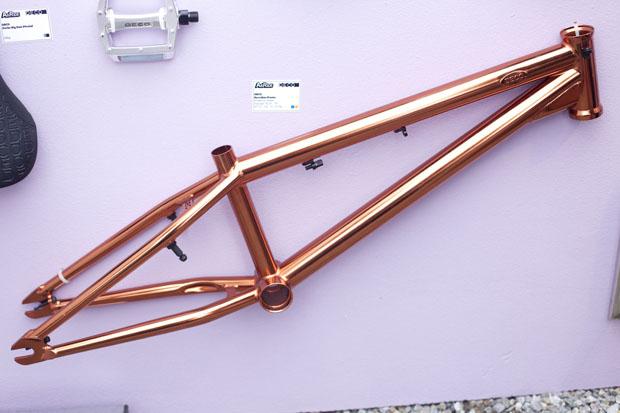Neuer Succubus-Rahmen von Deco., Chad DeGroots Company
