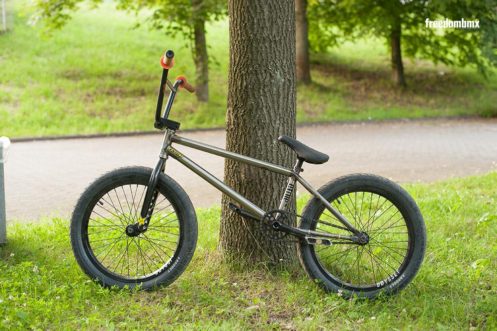 Tom-Dugan-Bikecheck-02
