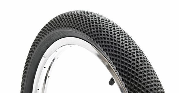 Laut Dakota Roche bieten die Cult X Vans Reifen dank ihres Waffelsohlenmusters besonders guten Grip bei Wallrides