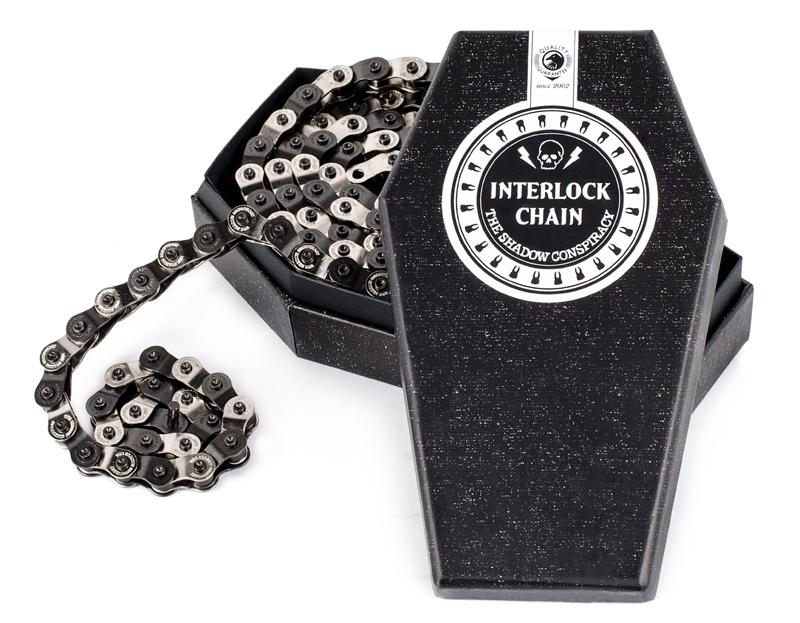 Die ebenso bewährte wie beliebte Interlock V2 Chain von The Shadow Conspiracy ist jetzt auch in silber/schwarz erhältlich