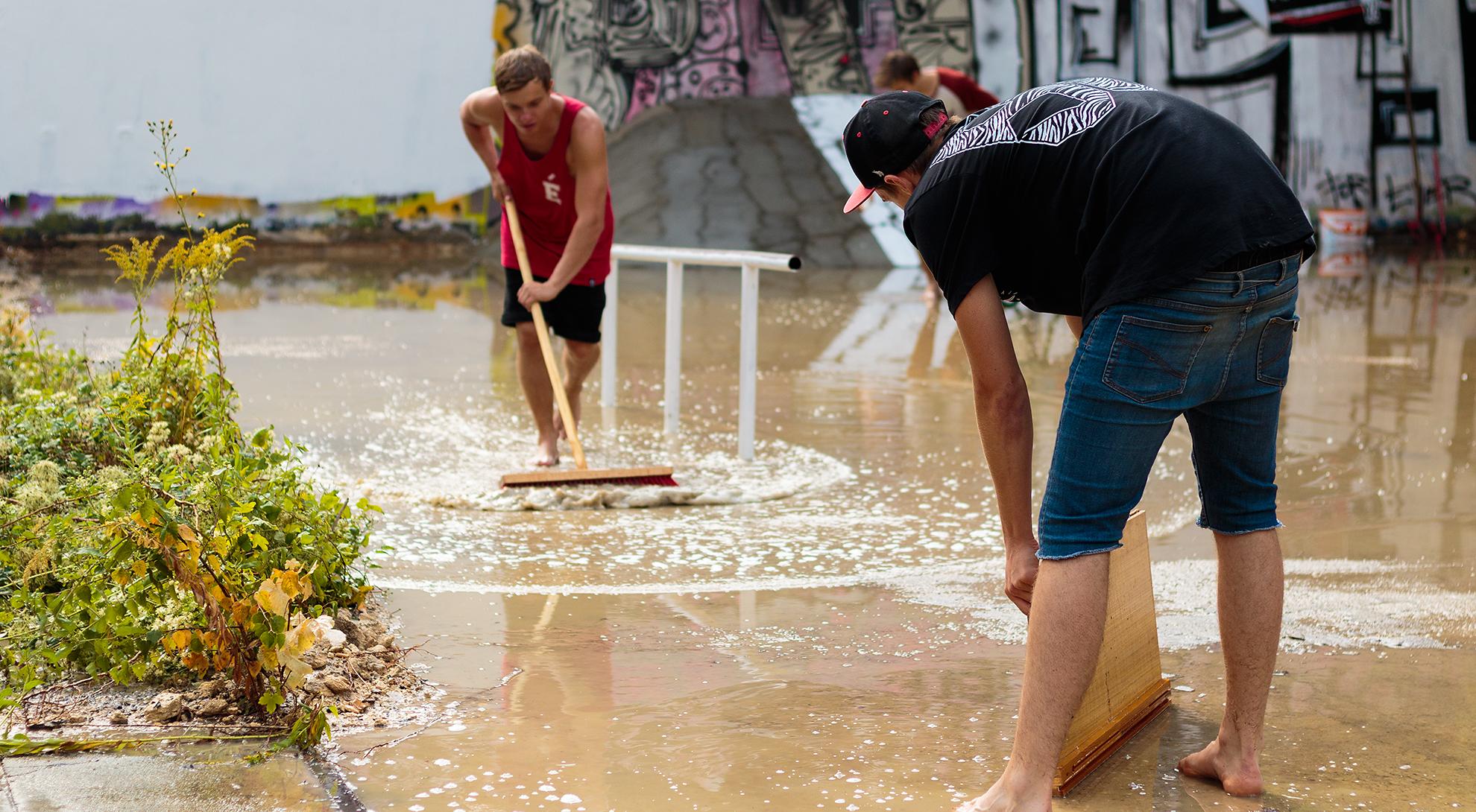 Bevor es in Dresden losgehen konnte, mussten erst einmal die Spuren eines Unwetters beseitigt werden.