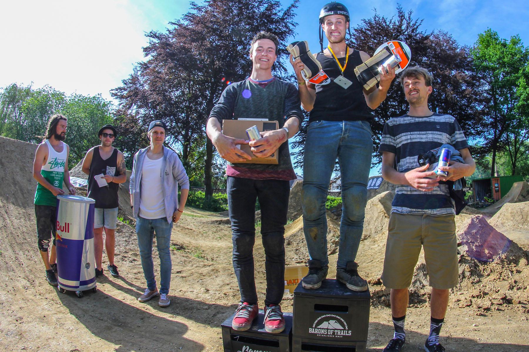 Die Gewinner des Pumptrackrace auf den Barons of Trails in Freising (v.l.n.r.): Rene Mühlbauer (2.), Marcel Berger (1.) und Lukas Bachmann (3.)