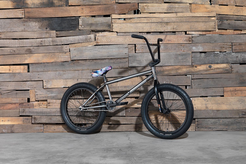 Wer vierteilige Lenker und gebatikte Sättel mag, sollte sich für Erik Elstrans Signaturerad von Sunday Bikes entscheiden