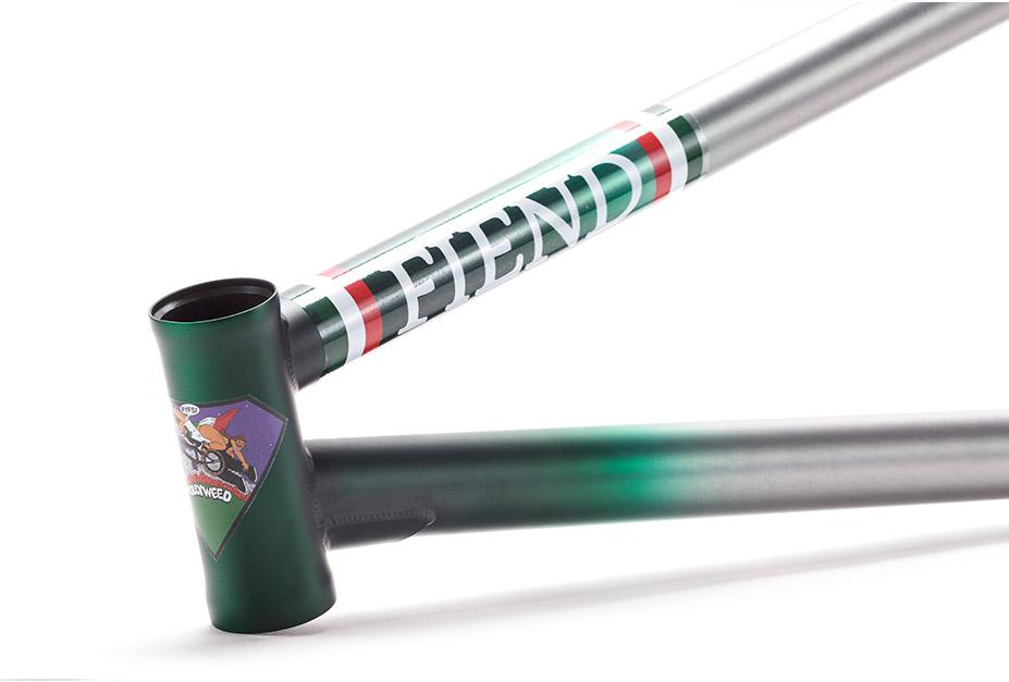 Sowohl das Steuerkopfrohr als auch das Tretlagergehäuse des Fiend BMX Garrett Frame in Augie Simoncinis Signaturecolorway sind hitzebehandelt