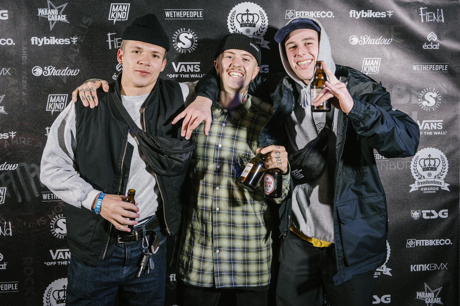 Vier Bier, drei Awards, one love: Kilian Reichmeyer (links), Felix Prangenberg (Mitte) und Tom Weikert
