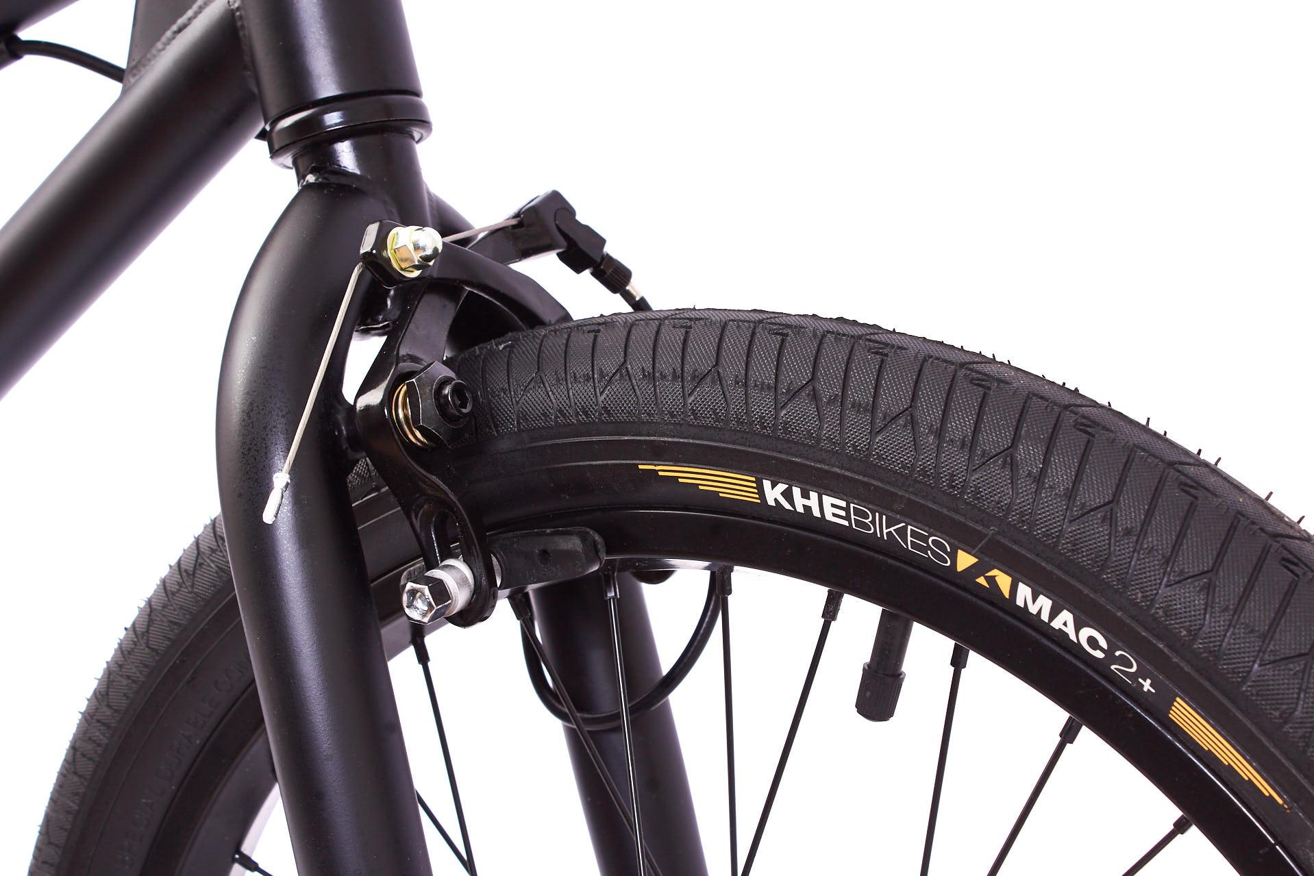 Ein weiteres Highlight des Catweazles sind die MAC2+ Reifen von KHEbikes, die nicht nur extrem leicht, sondern auch sehr stabil sind, und sich deshalb unter Pro-Fahrern großer Beliebtheit erfreuen