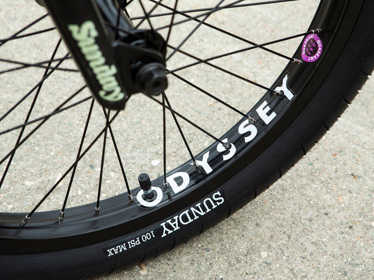 Der Street Sweeper wurde mit den gleichnamigen Reifen von Sunday Bikes bestückt (20 x 2,4''), bei den Felgen hat man sich hingegen für die Quadrant Rims von Odyssey entschieden