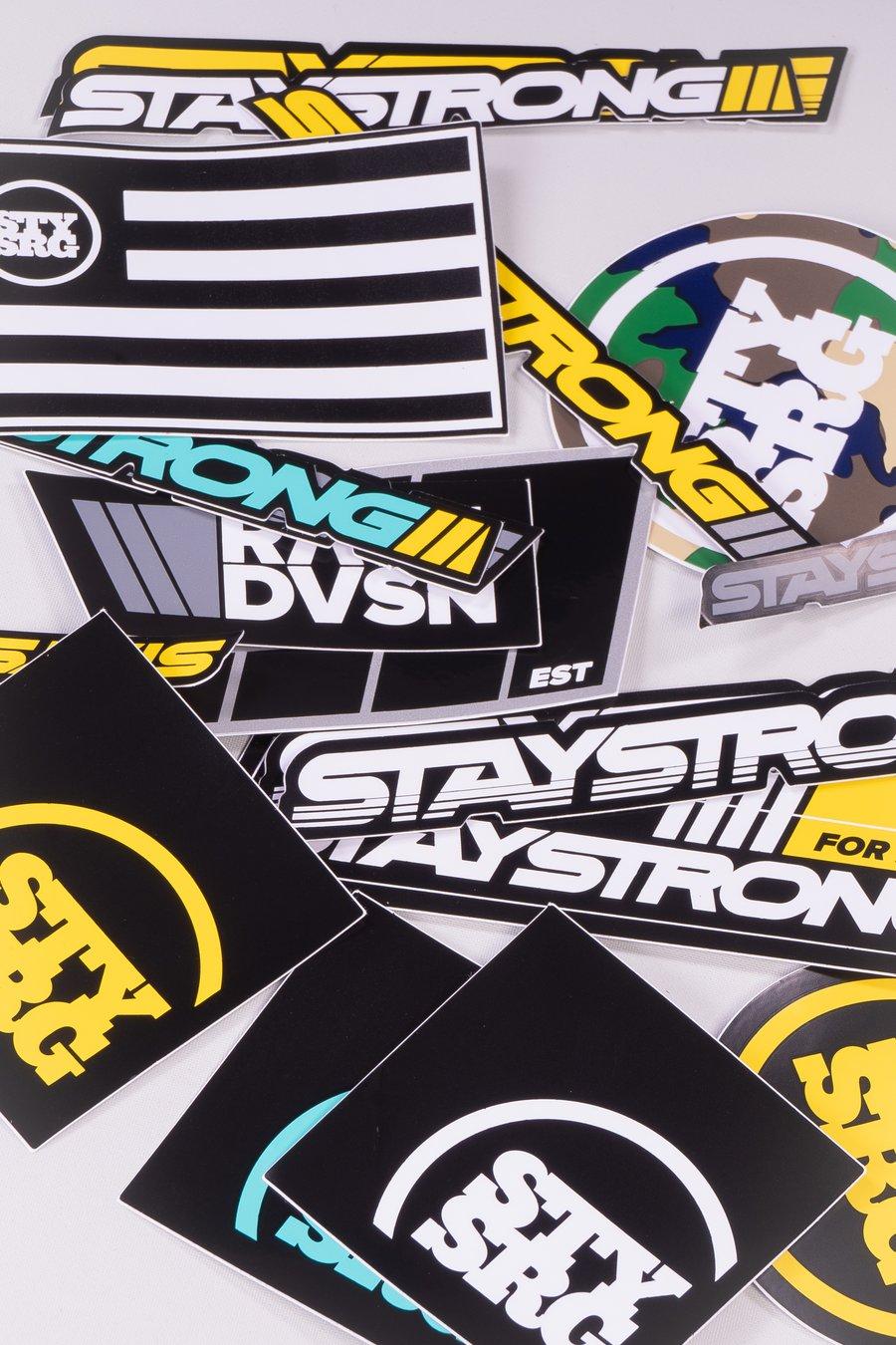 Sticker von Stay Strong in Hülle und Fülle