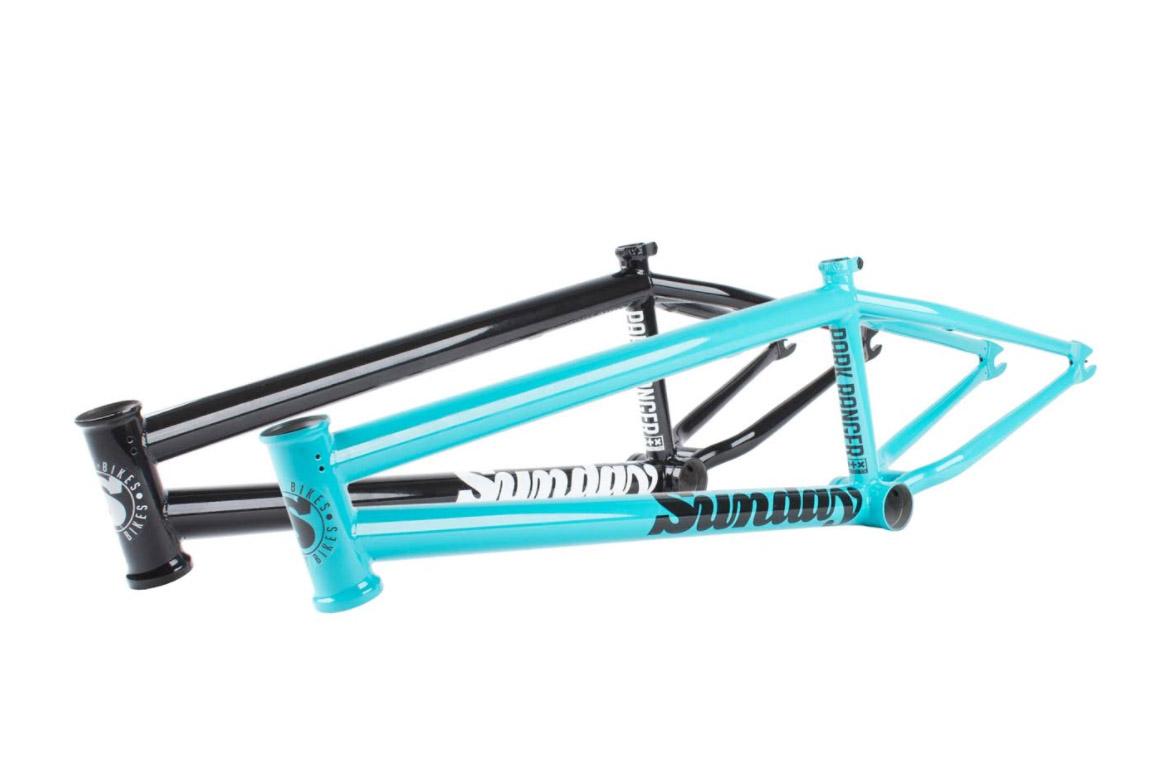 NEU: Sunday Bikes Park Ranger Frame in türkis glänzend oder schwarz glänzend; Oberrohrlängen: 20,5'', 20,75'' oder 21'' | Steuerkopfwinkel: 75,25° | Sattelrohrwinkel: 71° | Kettenstrebenlänge: 12,7–13'' | Tretlagerhöhe: 11,625'' | Standover: 7,625'' |Steuerrohrlänge: 4,8'' | Gewicht: 2,27 kg |passend für Reifen mit 2,4'' Breite