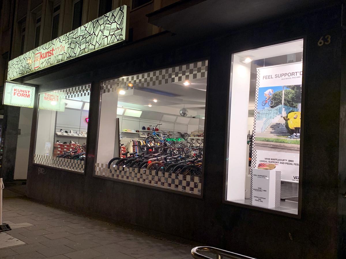 Der kunstform BMX Shop in Stuttgart liegt direkt an der S-Bahnhaltestelle Feuersee