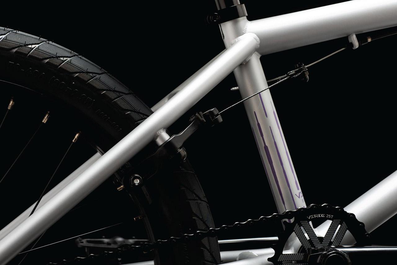Für die geballte Ladung Bremskraft sorgt eine U-Brake aus Aluminium