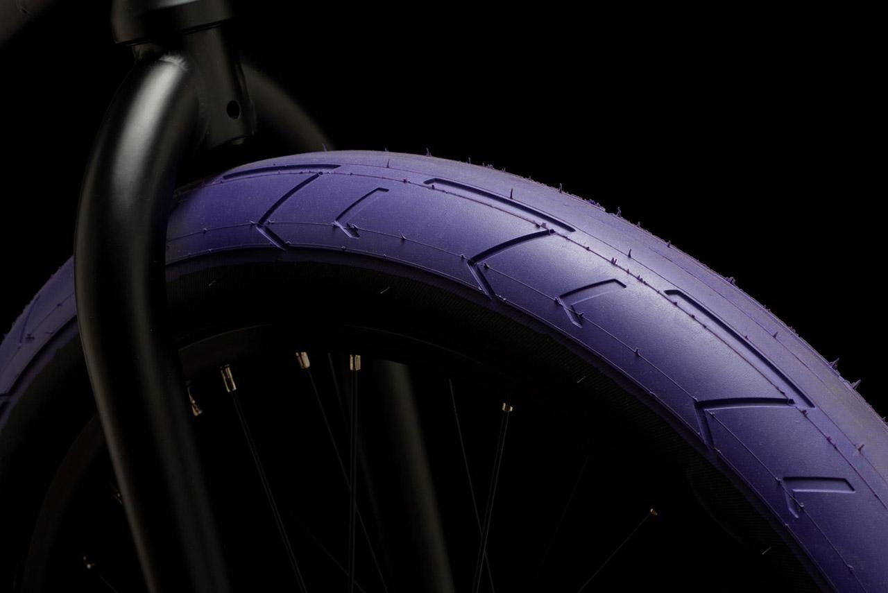 Die HSL-Reifen von Duo Brand machen sich mit ihrem Slickprofil bestens auf jeder Art von hartem Untergrund