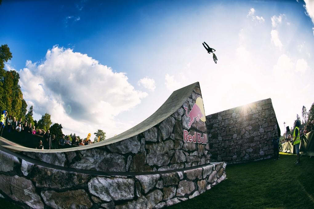 Adrian Tell - Immer der Sonne entgegen; Foto: Red Bull