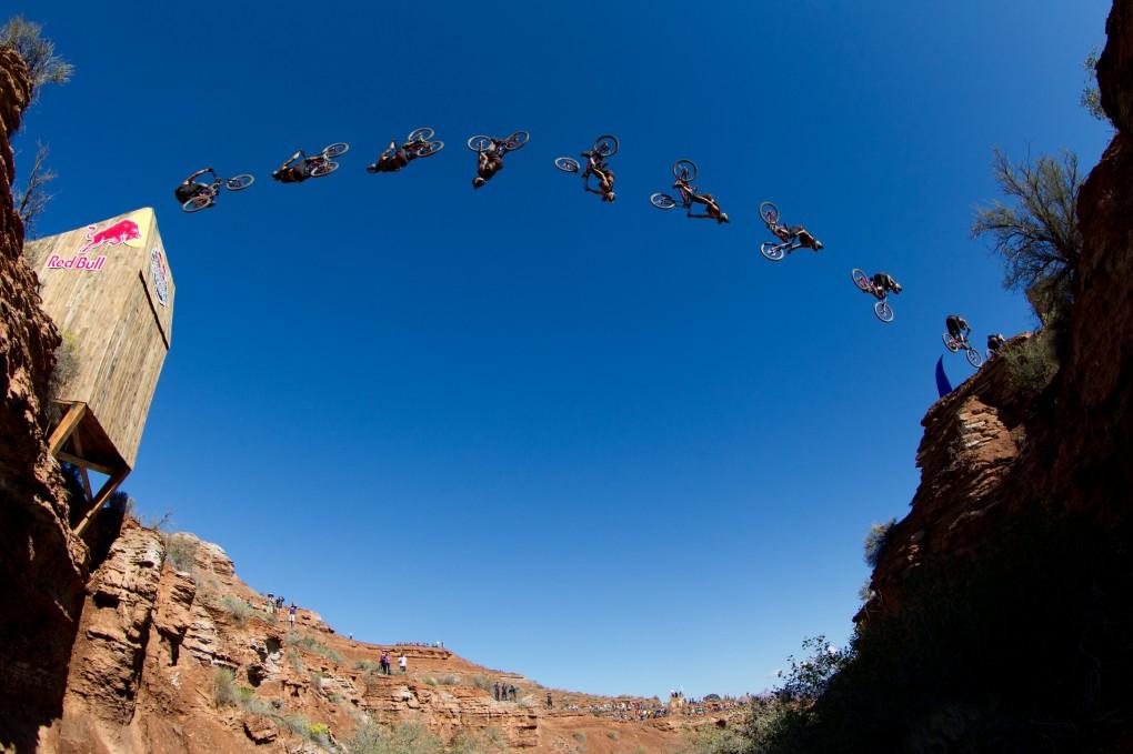 Backflip von Szymon Godziek: Foto: Red Bull