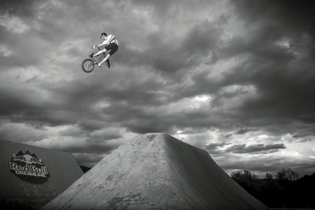 Himmel grau, Foto wow! Zak Earley in Aktion; Foto: Red Bull